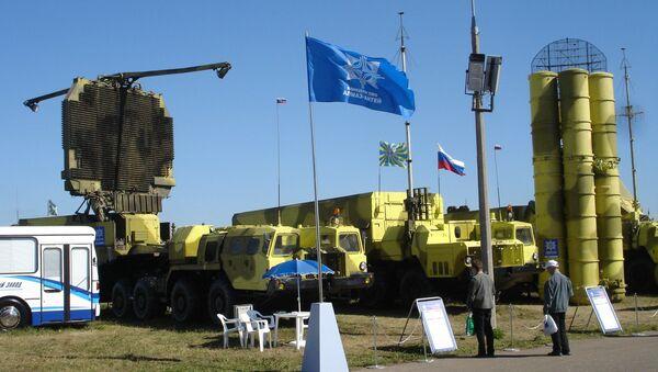 System S-300PMU2 na wystawie sprzętu wojskowego w Żukowskim - Sputnik Polska