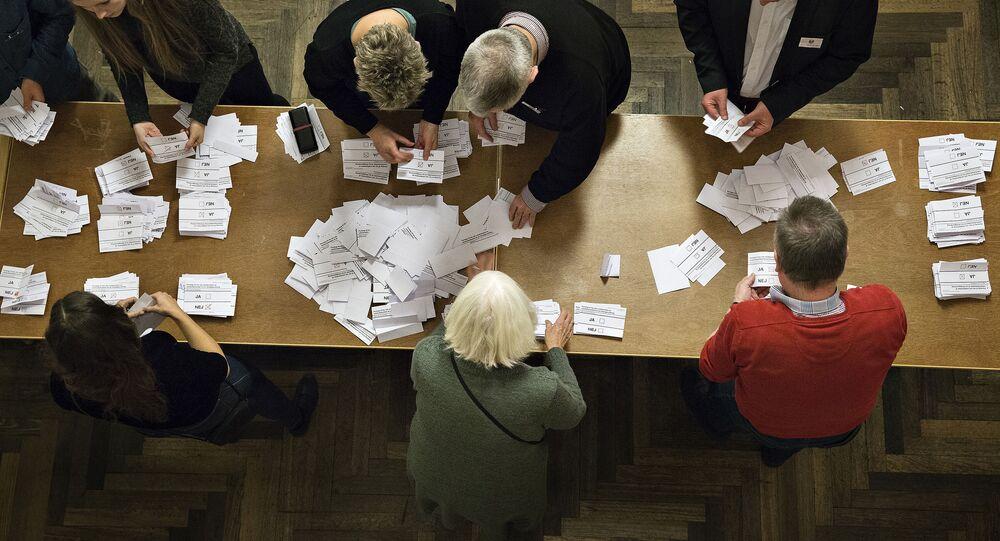 Liczenie głosów po referendum w sprawie zbliżenia Danii z UE w Kopenhadze