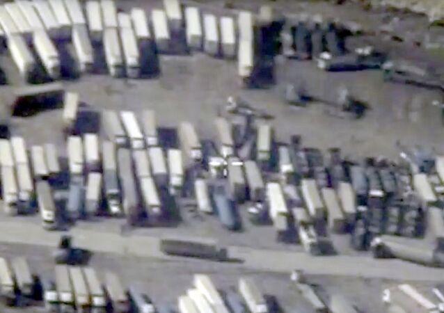 Ciężarówki na granicy Syrii i Turcji