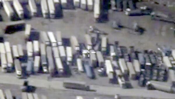 Ciężarówki na granicy Syrii i Turcji - Sputnik Polska