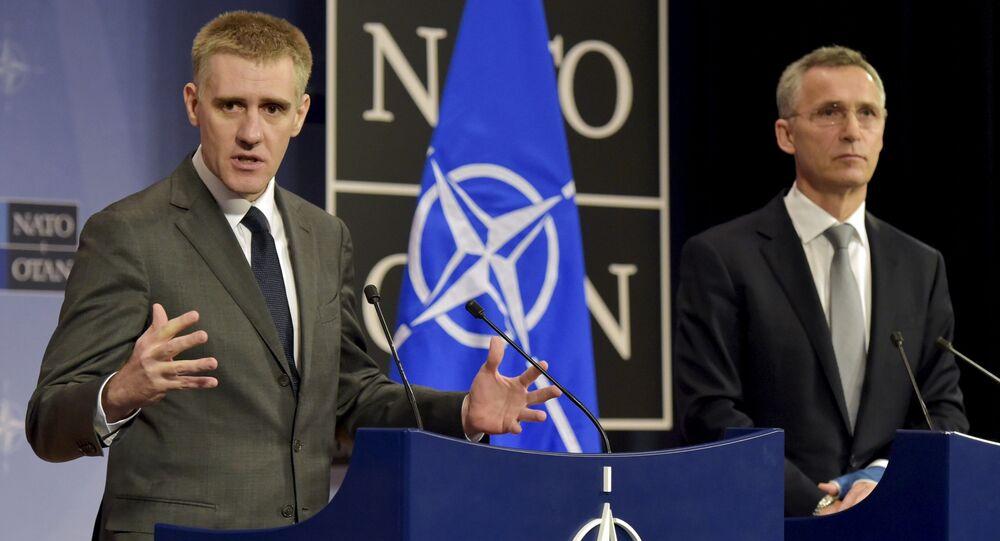 Minister spraw zagranicznych Czarnogóry Igor Luksić i Sekretarz Generalny NATO Jens Stoltenberg na spotkaniu w sztabie generalnym NATO w Brukseli