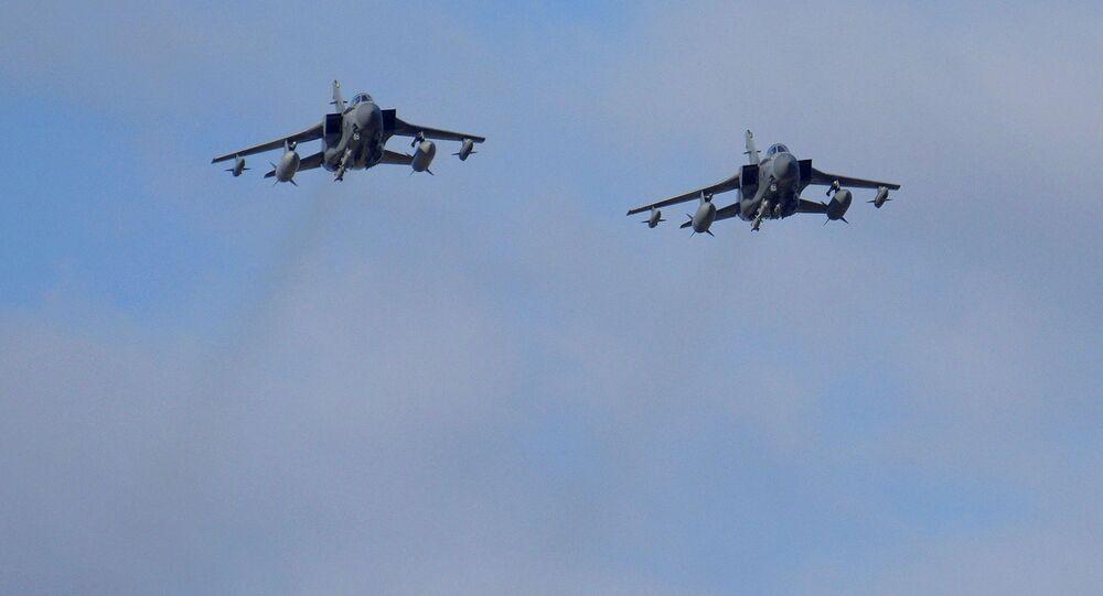 Samoloty Tornado brytyjskich sił powietrznych w pobliżu brytyjskiej bazy lotniczej RAF Akrotiri na wyspie Cypr