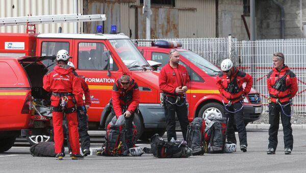 Strażacy na miejscu katastrofy Airbusa w departamencie Alpy Prowansji Południowej. - Sputnik Polska