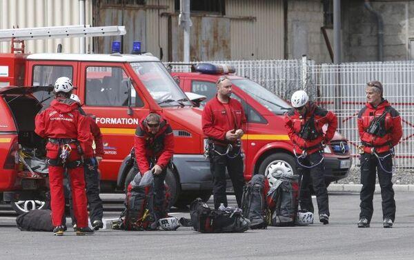 Strażacy przygotowują się do odjazdu na miejsce katastrofy А320 - Sputnik Polska