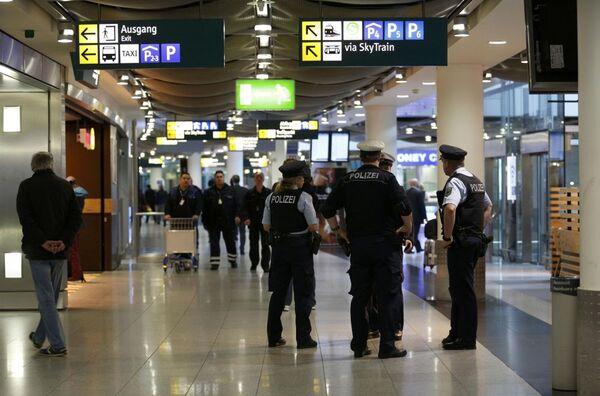 Policja na lotnisku Duesseldorf - Sputnik Polska