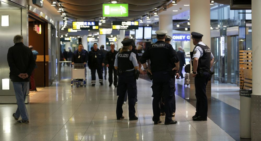 Policja na lotnisku Duesseldorf