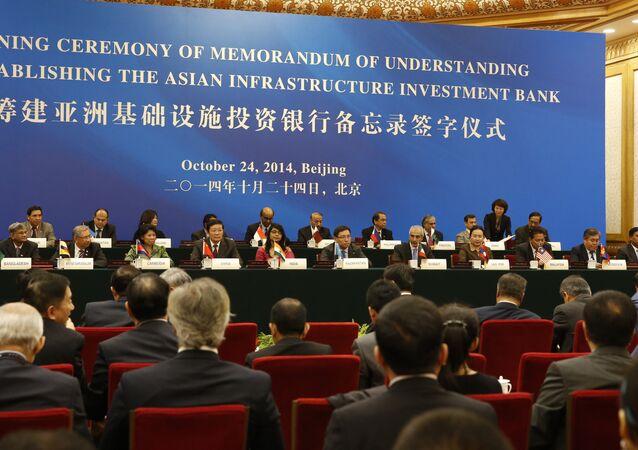 Delegaci na uroczystym podpisaniu aktu powołania Azjatyckiego Banku Inwestycji Infrastrukturalnych w Pekinie