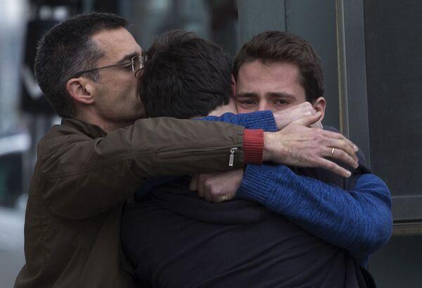 Krewni ofiar katastrofy lotniczej 24 marca 2015 na lotnisku Barselony - Sputnik Polska