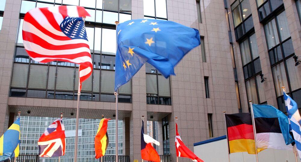 Flagi USA i UE w Brukseli
