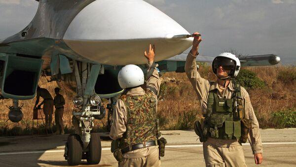 Rosyjski pilot opuszcza samolot w Syrii - Sputnik Polska