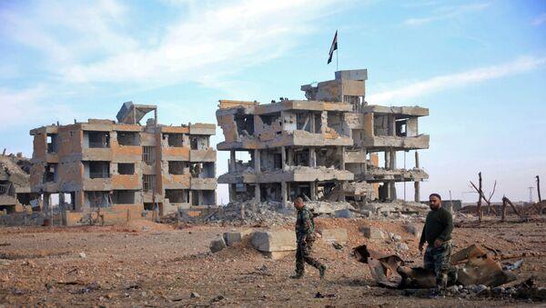 Żołnierze syryjskiej armii patrolują teren w pobliżu miasta Aleppo - Sputnik Polska