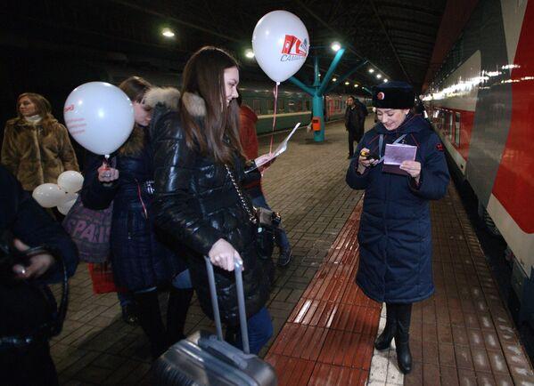 Pierwsi pasażerowie w nowym dwupiętrowym pociągu Samara-Moskwa - Sputnik Polska