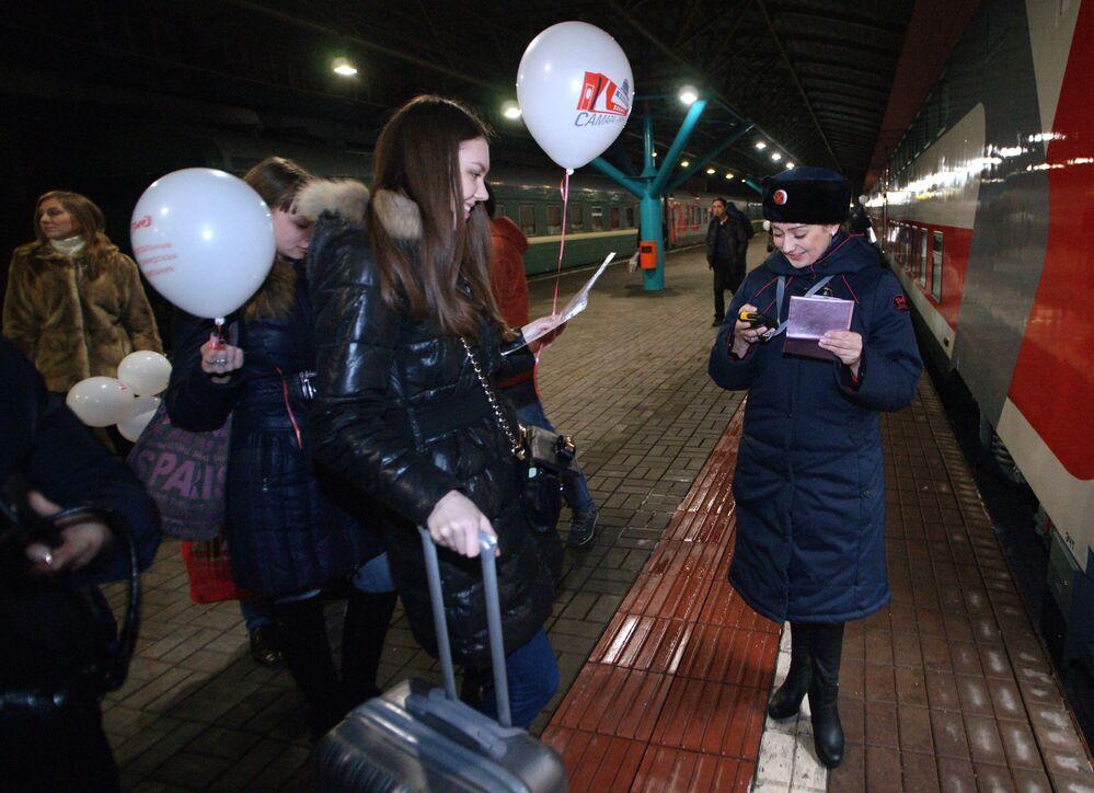 Pierwsi pasażerowie w nowym dwupiętrowym pociągu Samara-Moskwa