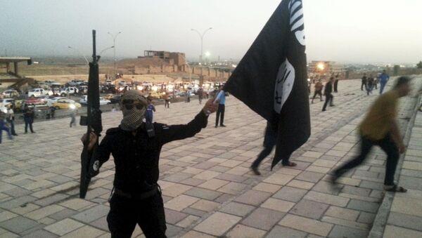 Członek organizacji terrorystycznej Państwo Islamskie - Sputnik Polska