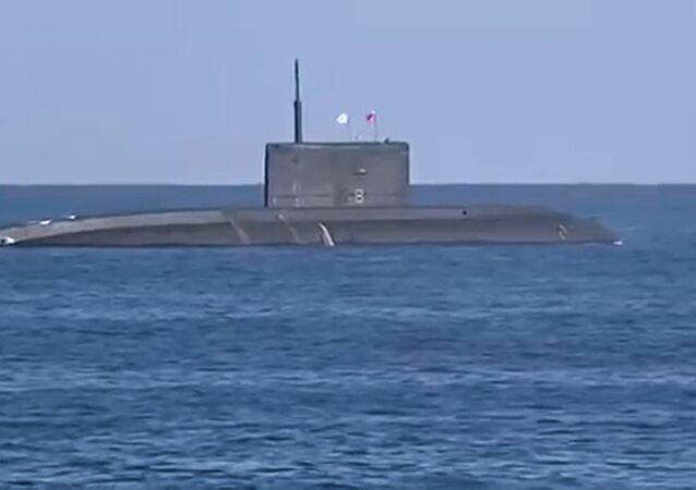 Okręt Rostów nad Donem strzela rakietą Kalibr