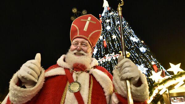 Św. Mikołaj na targach bożonarodzeniowych w Niemczech - Sputnik Polska