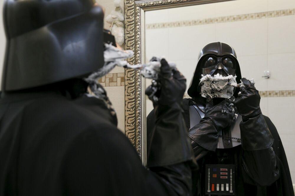 Po co goli się dowódca armii Imperium Galaktycznego, nikt nie wie. Nawet on sam.