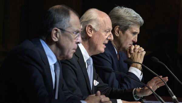 Szef MSZ Rosji Siergiej Ławrow, specjalny wysłannik ONZ ds. Syrii Staffan de Mistura i sekretarz stanu USA John Kerry w Wiedniu - Sputnik Polska
