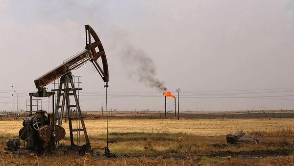 Wydobycie ropy naftowej w Syrii - Sputnik Polska