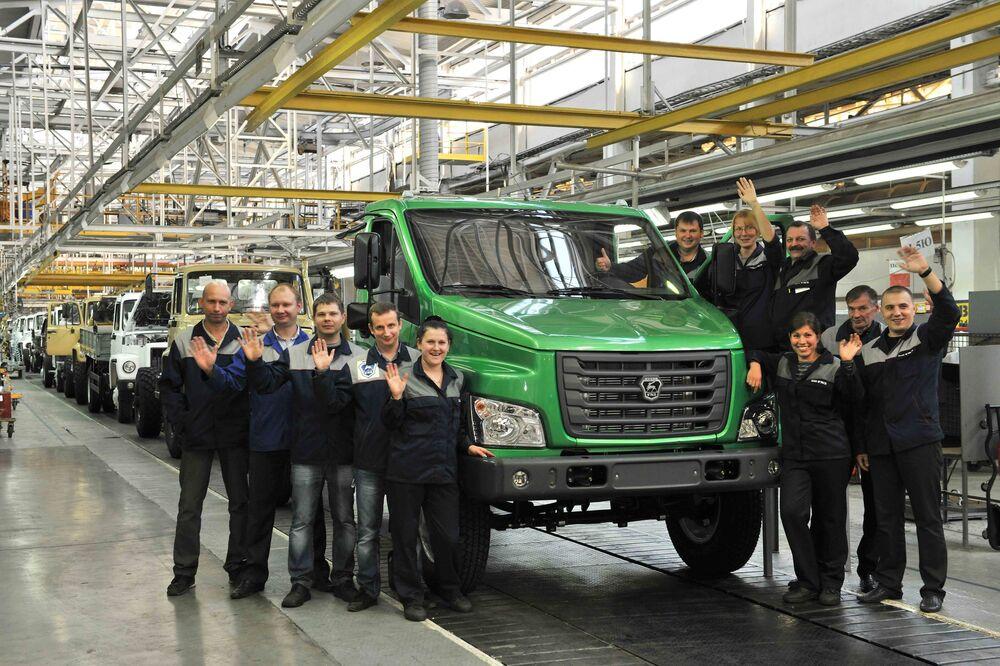 Pracownicy Gorkowskiej Fabryki Samochodów (GAZ) w Niżnym Nowogrodzie.