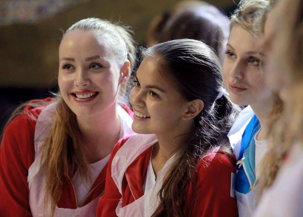 Uczestniczki konkursu Miss Rosja podczas warsztatów kulinarnych