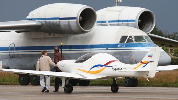 Samolot transportowy An-72 na Międzynarodowym Salonie Lotniczo-Kosmicznym MAKS 2009 w miejscowości Żukowski - Sputnik Polska