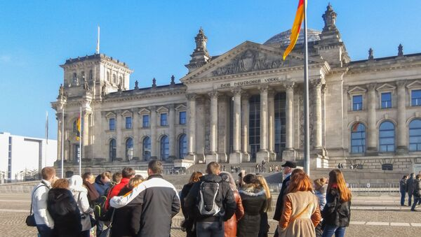Turyści na tle Bundestagu - Sputnik Polska