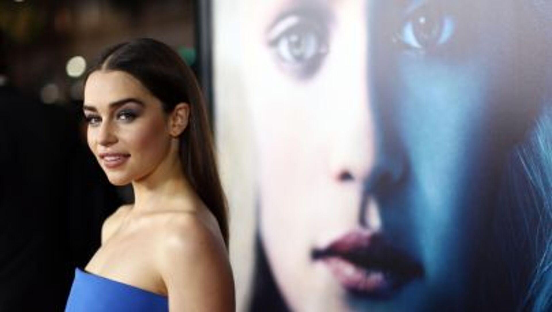 Aktorka Emilia Clarke przybyła na premierę trzeciego sezonu serialu Gra o tron - Sputnik Polska, 1920, 08.06.2021