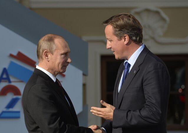Prezydent Rosji Władimir Putin i premier Wielkiej Brytanii David Cameron w Petersburgu