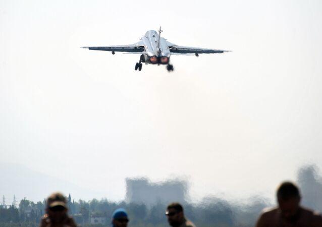 Samolot bombowy Su-24 Sił Powietrzno-Kosmicznych Rosji