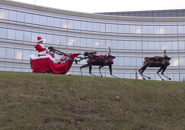 Kadr wideo pocztówki z saniami Santa Clausa, zaprzężonymi w roboty Cheetah opracowane przez firmę Boston Dynamics