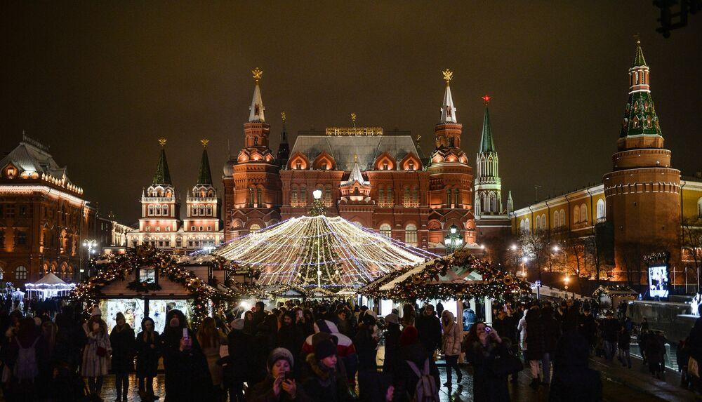 Bożonarodzeniowy Międzynarodowy Festiwal Iluminacji w Moskwie