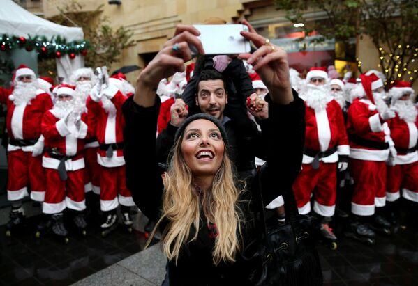 Libańska para robi selfie w Bejrucie - Sputnik Polska