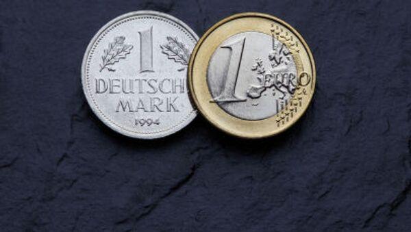Niemiecka marka i euro - Sputnik Polska