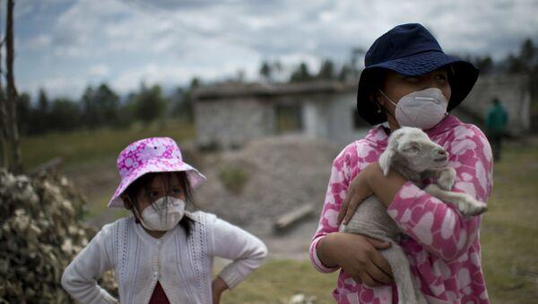 Mieszkańcy Ekwadoru podczas erupcji wulkanu Cotopaxi - Sputnik Polska