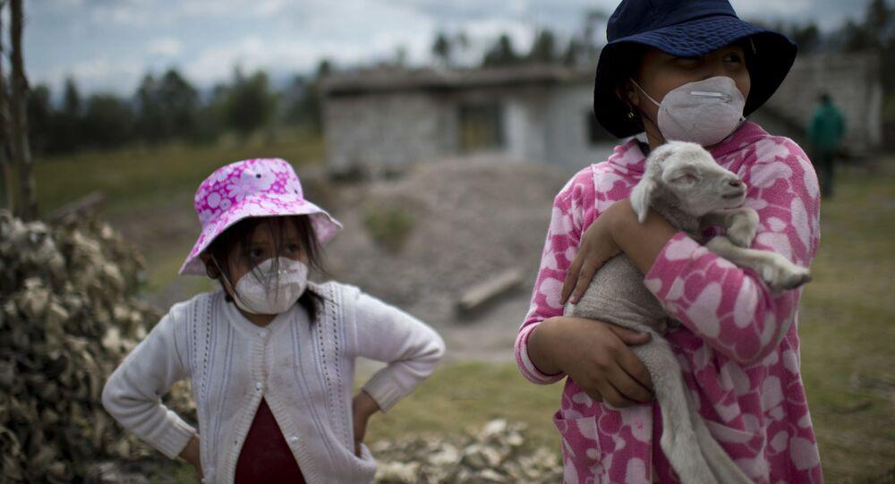 Mieszkańcy Ekwadoru podczas erupcji wulkanu Cotopaxi