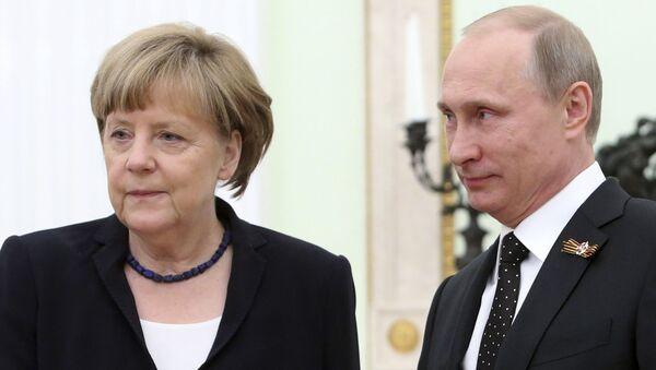 Kanclerz Niemiec Angela Merkel i prezydent Rosji Władimir Putin na spotkaniu na Kremlu - Sputnik Polska