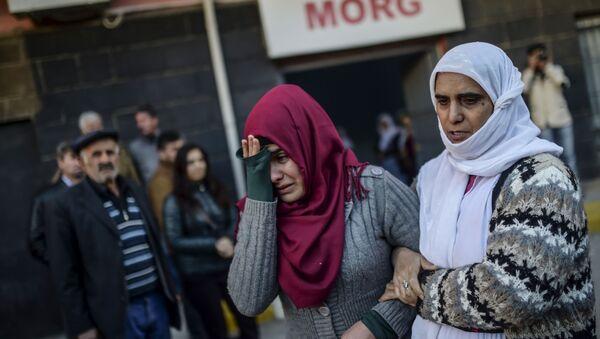 Женщины плачут на похоронах Мехмета Текина, убитого в результате наступления турецкой армии на курдских повстанцев - Sputnik Polska