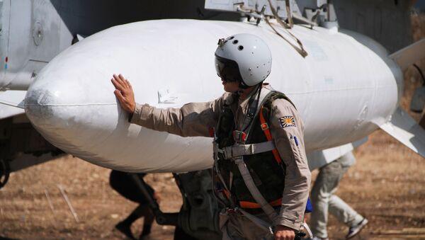 Rosyjski pilot przed lotem w bazie lotniczej Hmeimim w Syrii - Sputnik Polska