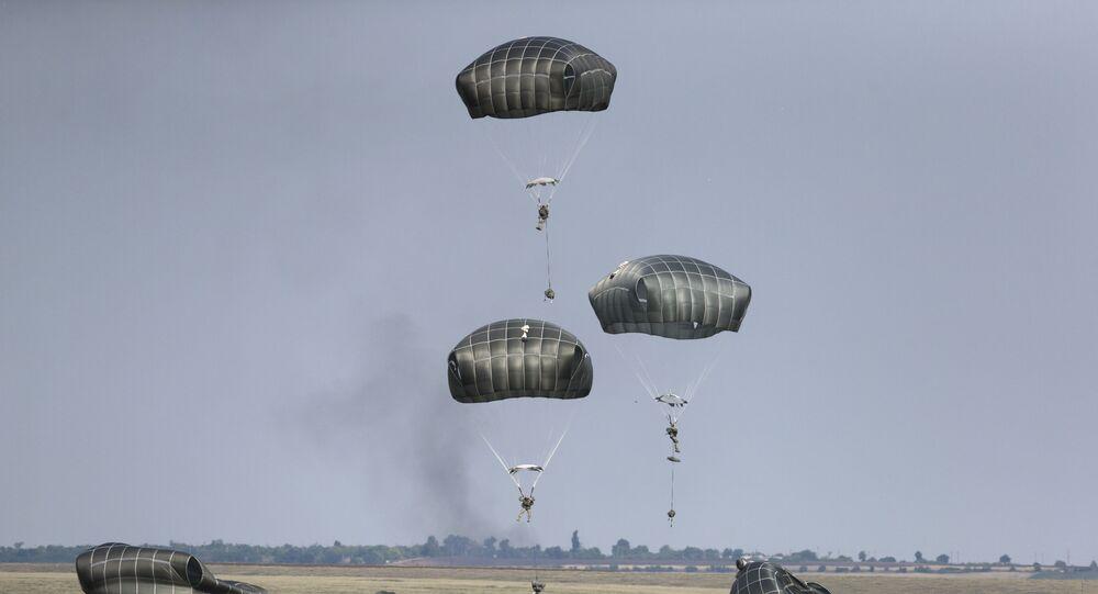 Amerykańscy desantowcy podczas ćwiczeń wojskowych w Rumunii