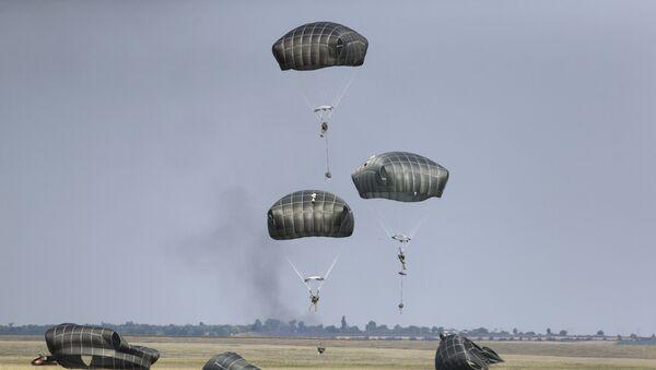 Amerykańscy desantowcy podczas ćwiczeń wojskowych w Rumunii - Sputnik Polska