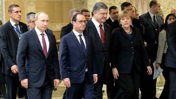 Prezydent Rosji Władimir Putin, prezydent Francji Francois Hollande, prezydent Ukrainy Petro Poroszenko i kanclerz Niemiec Angela Merkel w Mińsku - Sputnik Polska