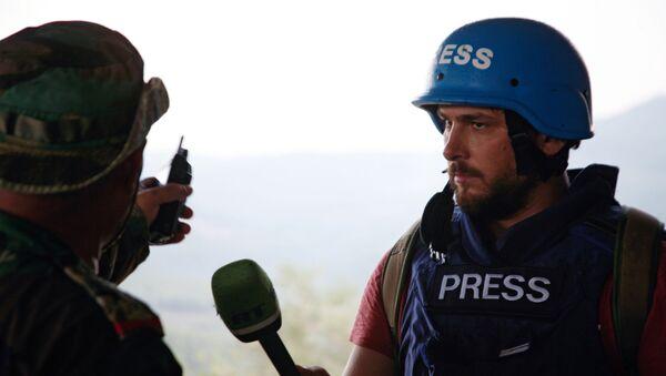 Dziennikarz RT Sargon Hadaya przy pracy - Sputnik Polska