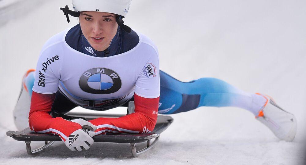Julia Kanakina (Rosja) na mecie wyścigu w skeletonie kobiet podczas trzeciego etapu Pucharu Świata w bobsleju i skeletonie w Koenigssee.