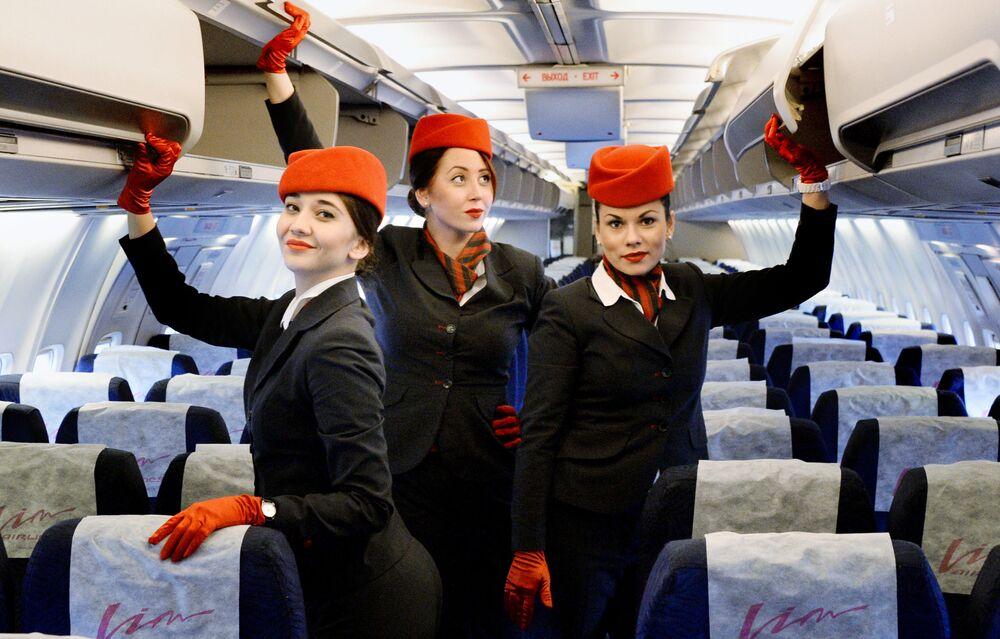 """Stewardessy kompanii """"Vim Avia"""" w samolocie Boeing 757-200, który 2 grudnia 2015 roku wyruszył w pierwszy rejs na trasie Władywostok-Moskwa."""