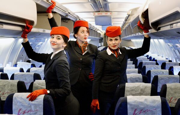 """Stewardessy kompanii """"Vim Avia"""" w samolocie Boeing 757-200, który 2 grudnia 2015 roku wyruszył w pierwszy rejs na trasie Władywostok-Moskwa. - Sputnik Polska"""