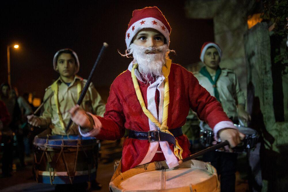 Ulice Damaszku podczas obchodów Bożego Narodzenia według gregoriańskiego kalendarza.