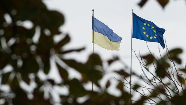 Flagi Ukrainy i UE w Kijowie - Sputnik Polska