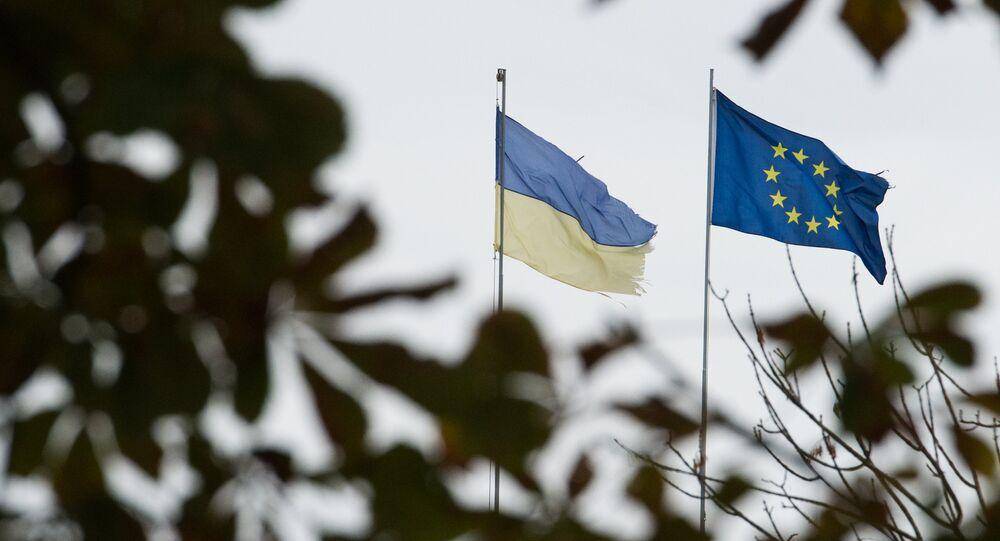 Flagi Ukrainy i UE w Kijowie