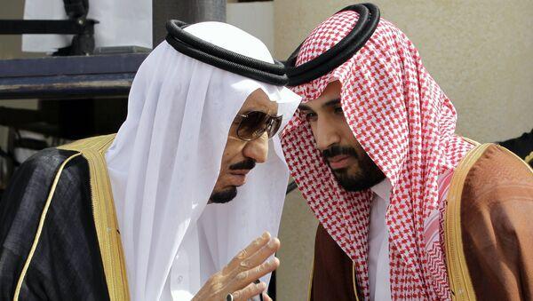 Król Arabii Saudyjskiej Salman ibn Abd al-Aziz Al Su'ud i książę Mohammed bin Salman - Sputnik Polska